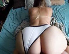 Novinha bunduda com um cara no sexo